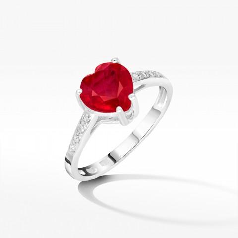 Pierścionek z rubinem w kształcie serca