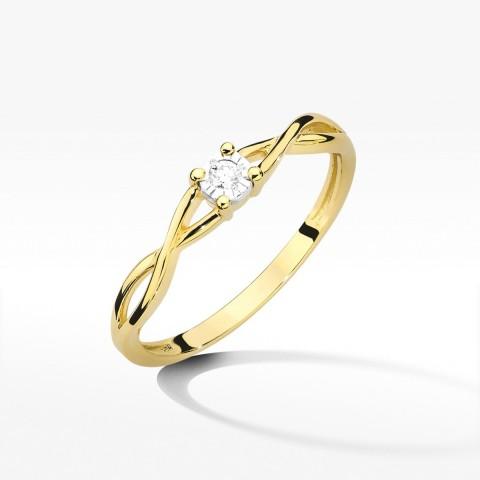 Przeplatany złoty pierścionek z brylantem