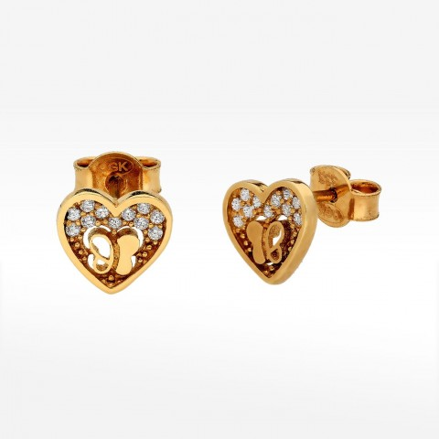 Złote kolczyki w kształcie serca z motylkami