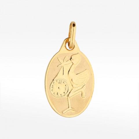Złota zawieszka bocian z zawiniątkiem