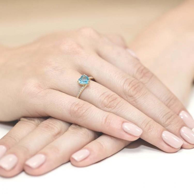Pierścionek zaręczynowy z topazem